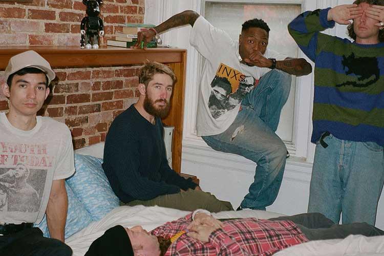 "La banda de hardcore Turnstile sorprende con ""Turnstile Love Connection"""