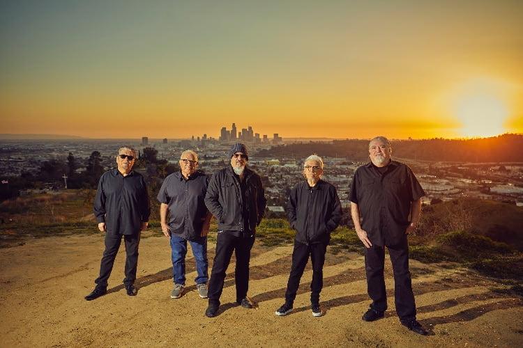 """Los Lobos rinden tributo a Jackson Browne con """"Jamaica Say You Will"""""""