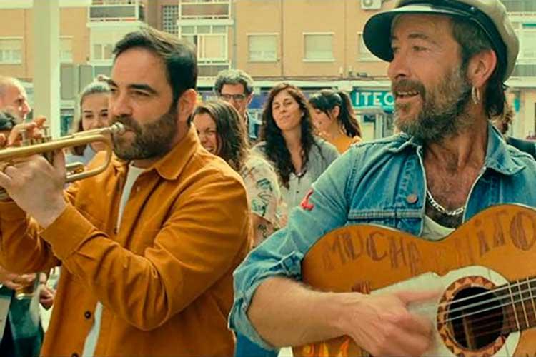 """Muchachito Bombo Infierno pone música a la película """"El club del paro"""""""