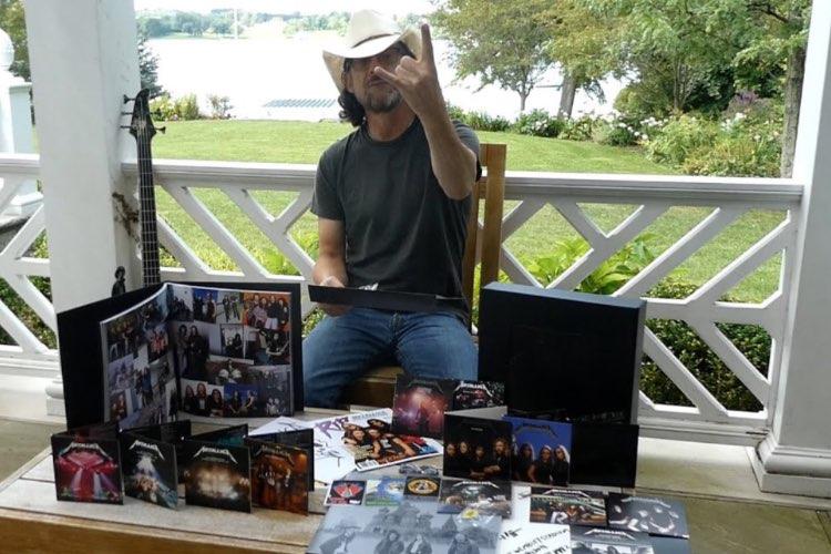 """Jason Newsted hace un unboxing de la edición deluxe de """"Black Album"""""""