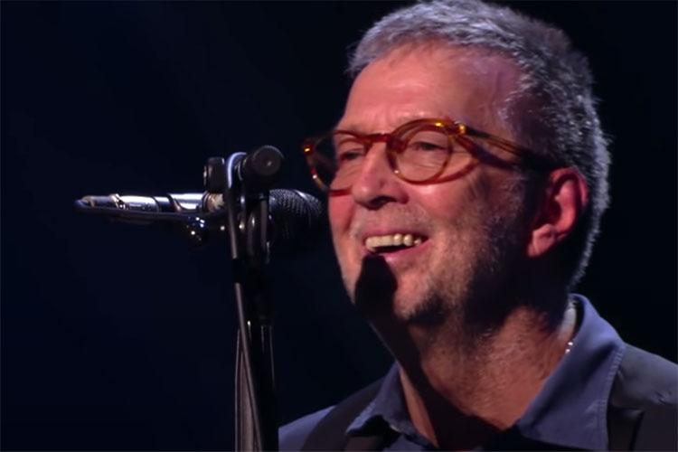 Eric Clapton se rinde y actúa en una sala con pasaporte Covid
