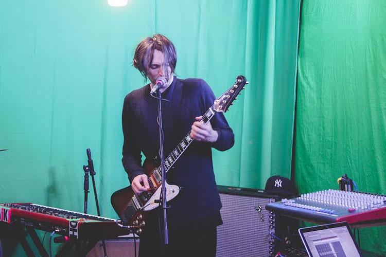 Pearl Jam fichan a Josh Klinghoffer como guitarrista de directo