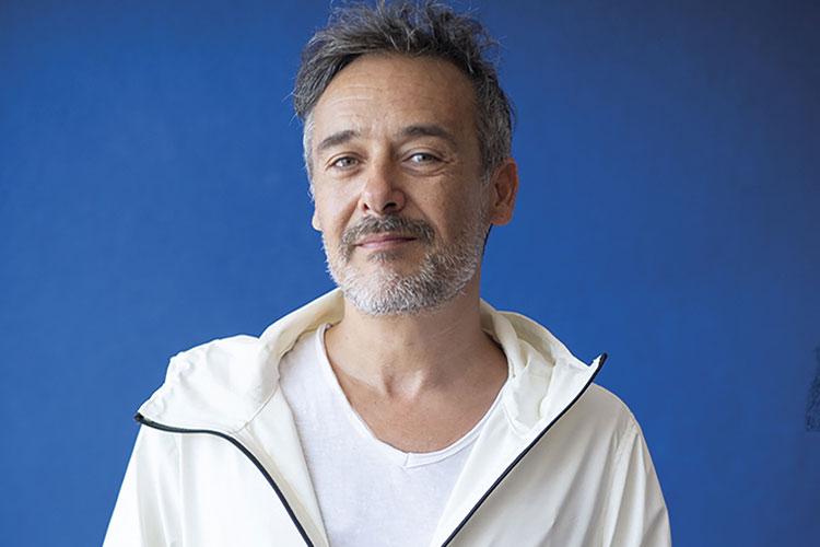 """Santi Balmes publica su nueva novela """"Bajaré de la luna en tirolina"""""""