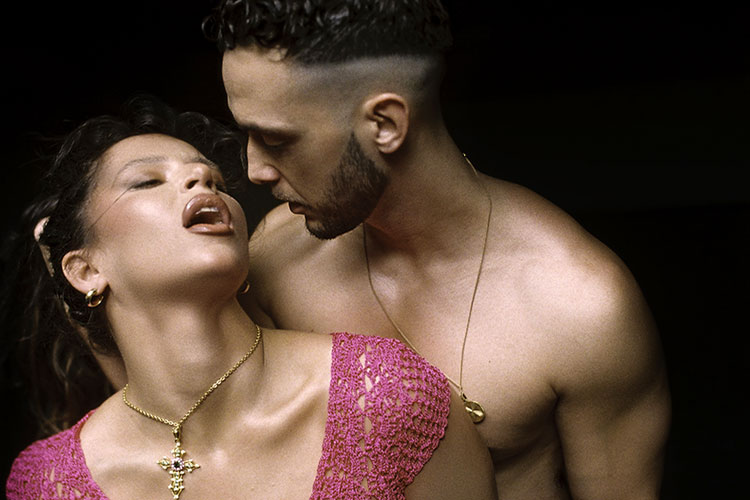 """C. Tangana y Nathy Peluso salpican de cameos el clip de su single """"Ateo"""""""